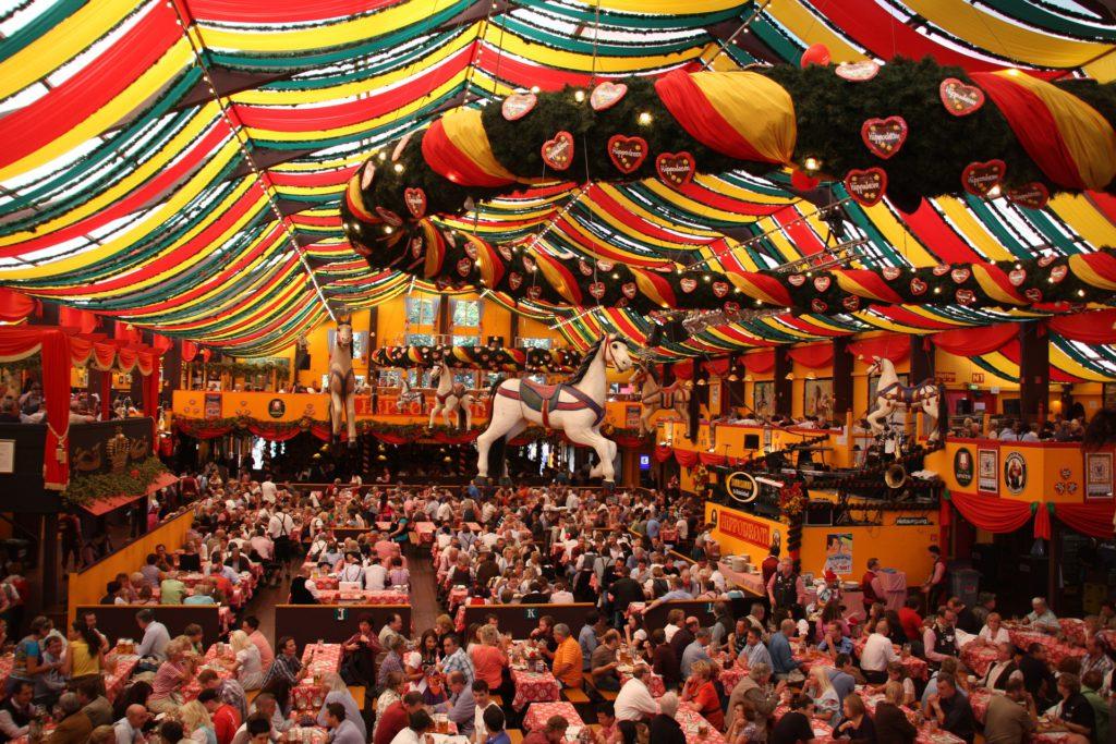 Tente durant l'Oktoberfest à Munich